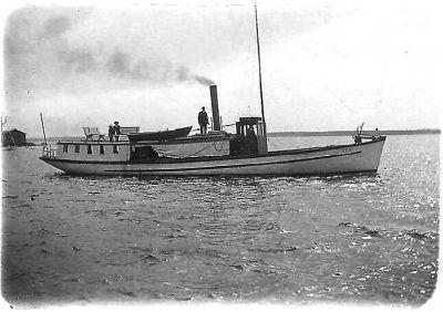 Ångbåten Eos I byggdes i Munsmo i början av 1900-talet. Den trafikerade även från Näset i Sundom till Vasa. (Foto ur Michael Borgs hemarkiv)